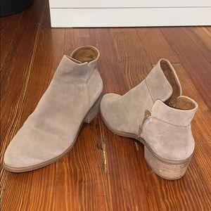Like new crown vintage tan suede booties
